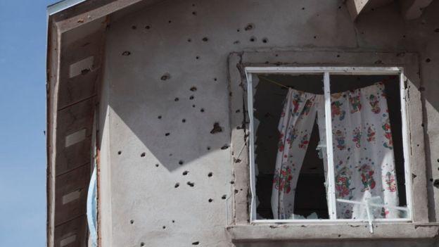 Una casa baleada en Ciudad Juárez tras un enfrentamiento entre la policía y criminales de la droga.