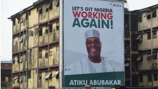 En 1999, lorsqu'il était vice-président sous le double mandat de Olusegun Obasanjo, le richissime homme d'affaires a supervisé une série de politique de privatisations.