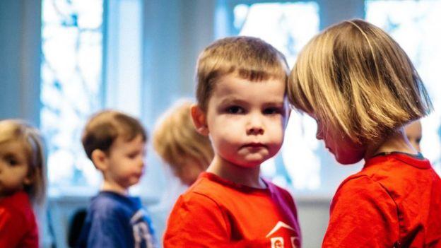 Niños colegio islandia