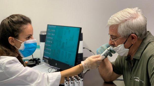 Una técnica mide el olfato de un paciente