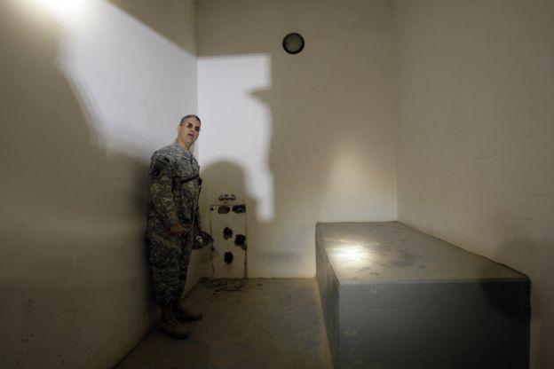 زنزانة صدام حسين