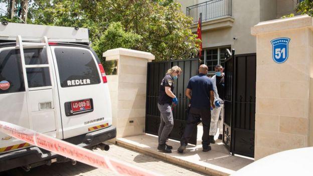 Çin'in İsrail büyükelçisi Du Wei, İsrail'in başkenti Tel Aviv şehir merkezinin dışında yer alan evinde ölü bulundu.