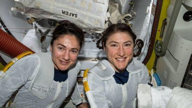 Jessica Meir y Christina Koch hicieron historia en octubre de 2019 al protagonizar la primera caminata espacial exclusivamente de mujeres.