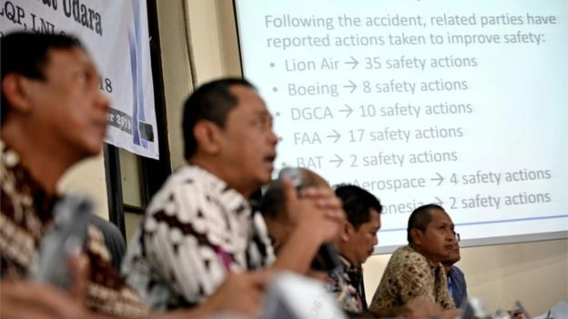 Autoridades de aviación de Indonesia presentan su informe
