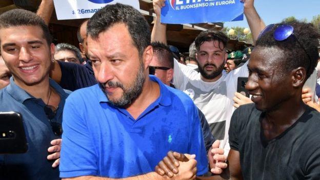 """""""Он может забрать их в Голливуд"""". Вице-премьер Италии ответил Ричарду Гиру на призыв спасти мигрантов"""
