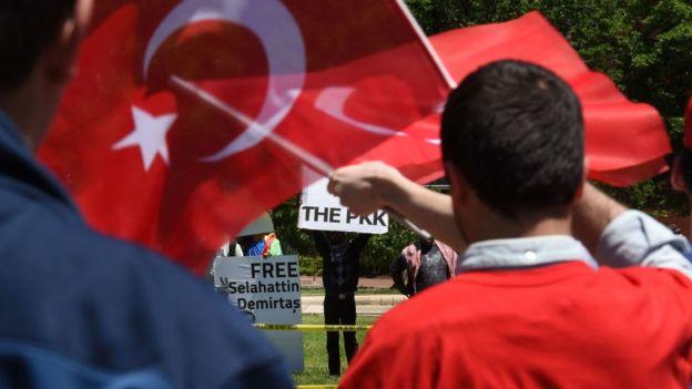 Beyaz Saray PKK yanlıları ve Erdoğan yanlıları