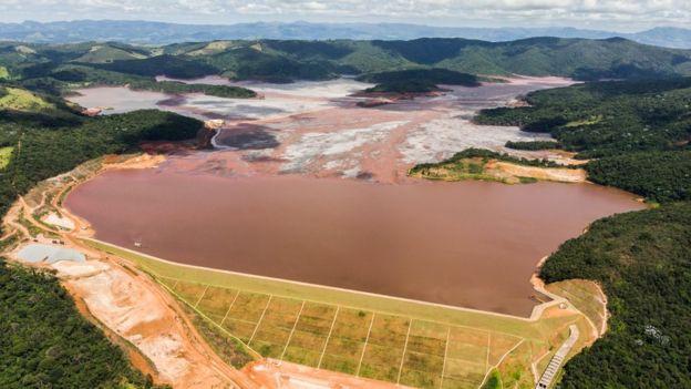 Imagem aérea da barragem de Itabiruçu