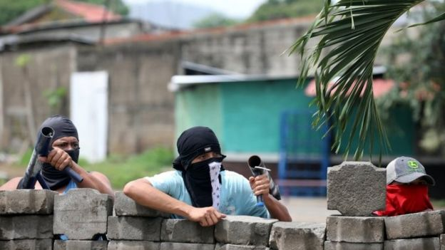 Demonstrators hold homemade weapons at a barricade during a protest against the government of Nicaraguan President Daniel Ortega in Masaya, Nicaragua June 19, 2018.