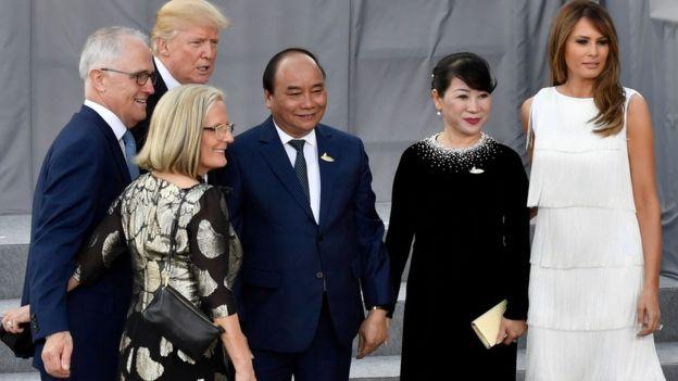 Giao tiếp cao cấp: lãnh đạo Úc, Hoa Kỳ và Việt Nam chụp ảnh lưu niệm tại Cung hòa nhạc Elbphilharmonie trong kỳ họp G20 ở Hamburg, CHLB Đức hôm 7 tháng 7, 2017