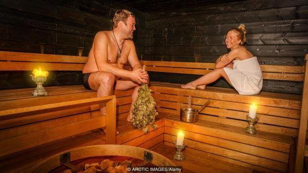Finlərin sauna mədəniyyəti onların səmimi ola bildiyini göstərir. Amma elə ki, paltarlar geyinilir, vəziyyət əvvəlki soyuq halına qayıdır