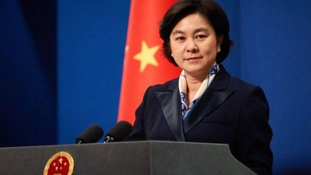 Hoa Xuân Oánh, người phát ngôn Bộ Ngoại giao Trung Quốc nói tàu cá Việt Nam đâm vào mũi tàu Hải cảnh Trung Quốc.