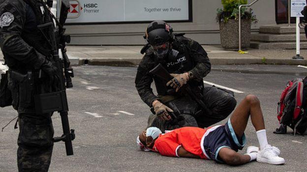 К вечеру воскресенья в американской столице было арестовано 17 демонстрантов