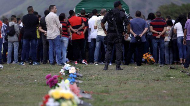 Enterro de policial militar no Rio de Janeiro