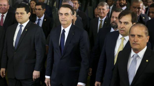 Bolsonaro entrega reforma da Previdência ao Congresso