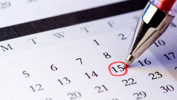 Fecha en el calendario marcado por un bolígrafo rojo