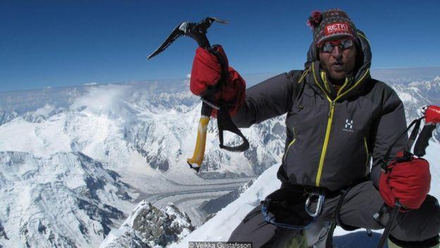 Veikka Gustafsson en la cima de Gasherbrum I (8.080m) en Pakistán. Fotografía de Veikka Gustafsson.