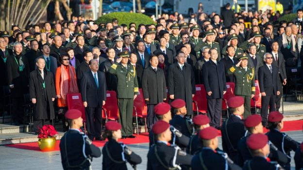 2017年12月20日,澳门特区政府举行升旗仪式庆祝澳门回归祖国18周年,郑晓松(前左三)等出席