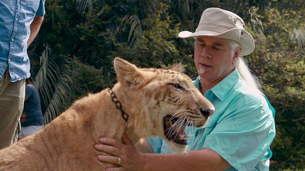 Fotograma de Tiger King en el que se ve a Doc Antle