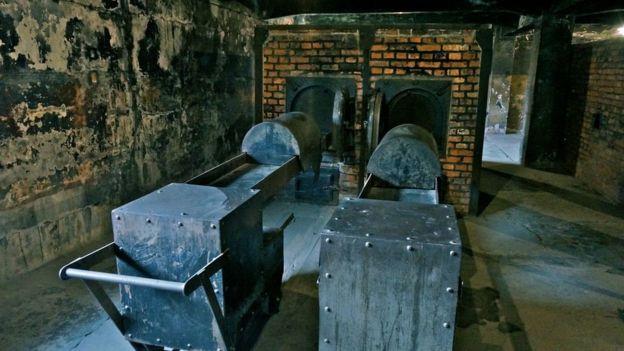 Hornos de cremación en Auschwitz
