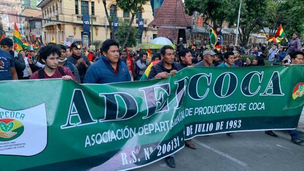 Distanciados de Morales, miembros de la Asociación Departamental de Productores de Coca salieron a marchar en contra de su gobierno.