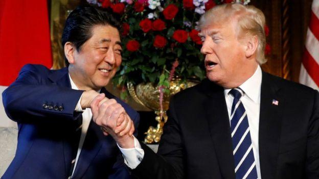 این دومین بار است که آقای ترامپ در ویلای شخصی خود مارالاگو در فلوریدا از شینزو آبه استقبال می کند