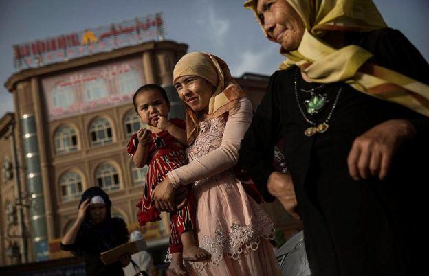 """联合国对""""百万维吾尔族人在新疆被拘""""的报道感到震惊,并呼吁释放以反恐""""借口""""被拘押的人。"""