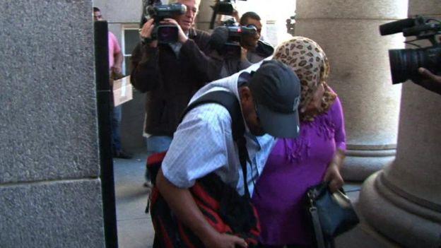 La mujer acusada a su llegada al tribunal
