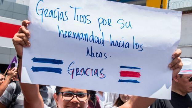 Pancarta de agradecimiento de los migrantes nicaragüenses en Costa Rica