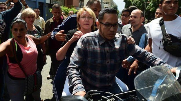 Venezuela: Intensa búsqueda por presunto ataque terrorista