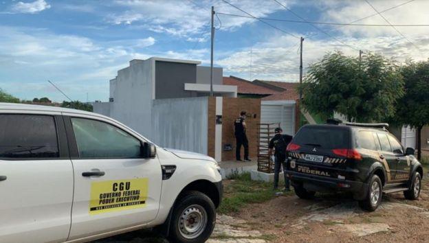 Policiais em operação no município de Aroeiras (PB), no fim de abril