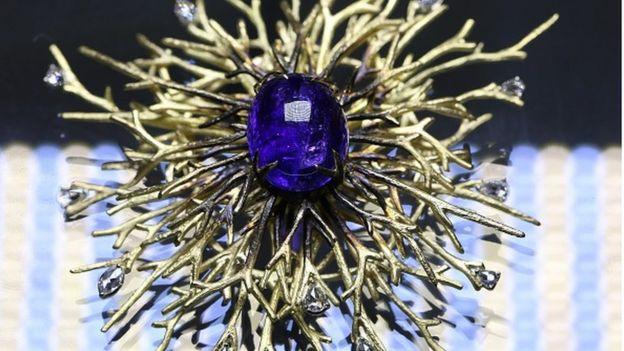 Танзаніт ще називають синім діамантом