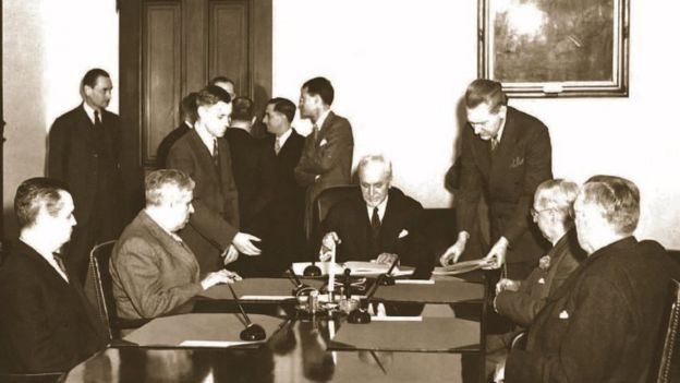 Signing of the treaty in Washington in 1944
