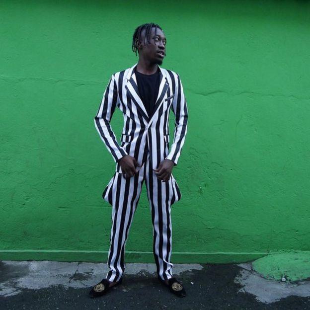 Ali Ngangu Ntela vestido para uma festa da comunidade congolesa