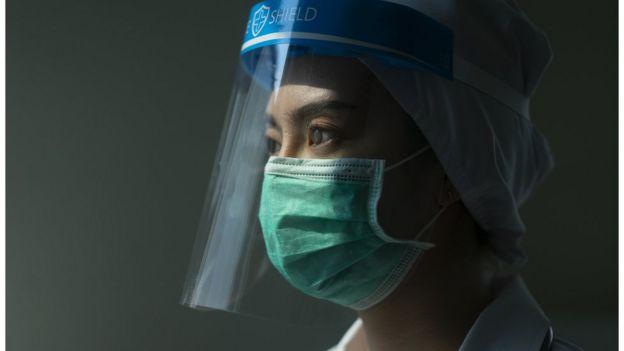 Una trabajadora de la salud