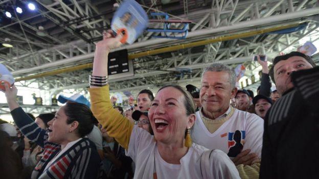 Partidarios de Duque celebran los resultados de la segunda vuelta de las elecciones presidenciales.