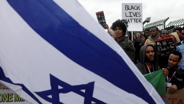 Africanos participam de protesto em Israel