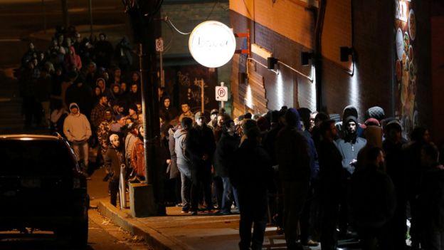 صف طولانی متقاضیان خرید ماریجوآنا در سنت جان استان نیوفائندلند که از نیمهشب سهشنبه تشکیل شده بود