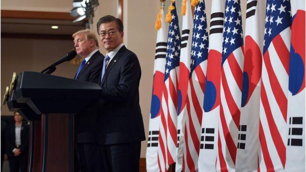 Donald Trump y el presidente de Corea del Sur, Moon Jae-In.