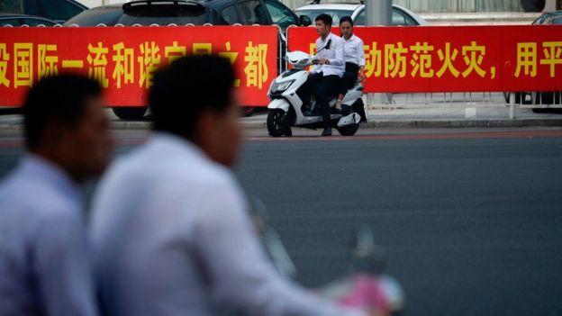 Chinos en motocicleta.