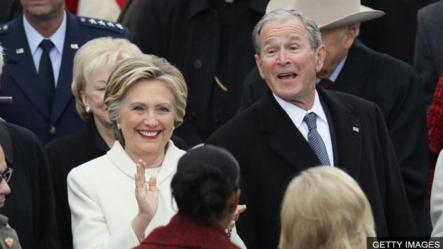 Ông Bush con (phải)