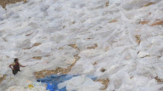 இலங்கையில் பாலித்தீன் பைகளுக்கு தடை உத்தரவிற்கு உற்பத்தியாளர்கள் கடும் எதிர்ப்பு