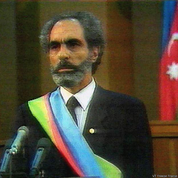 1992-ci ildə hakimiyyətə AXC hərəkatının lideri Əbülfəz Elçibəy gəlib