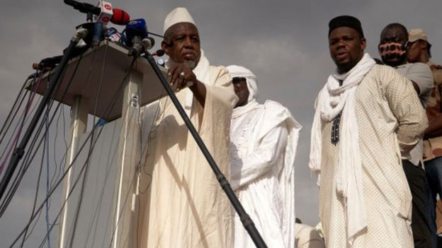Imam Mahmoud Dicko, one of the most influential personalities in Malian political landscape, addresses the crowd the Independence square in Bamako on June 5, 2020