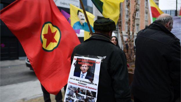 Belçika'da PKK bayraklarının kullanıldığı gösteriler düzenleniyor