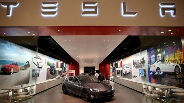 Автосалон компании Tesla