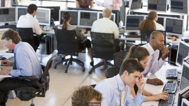 Bazı cihazlar çalışanların masalarında olup olmadığını tespit edebiliyor.