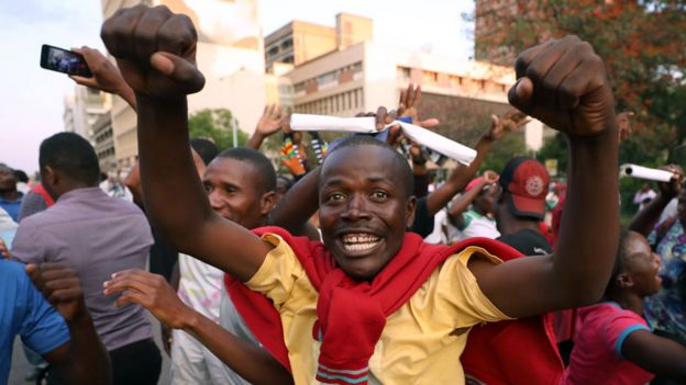 Zimbabweans celebrate after President Robert Mugabe resigns in Harare, Zimbabwe November 21, 2017.