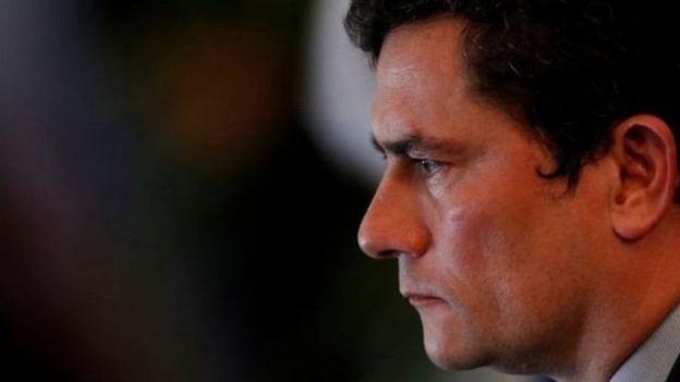 Sergio Moro aparece de perfil