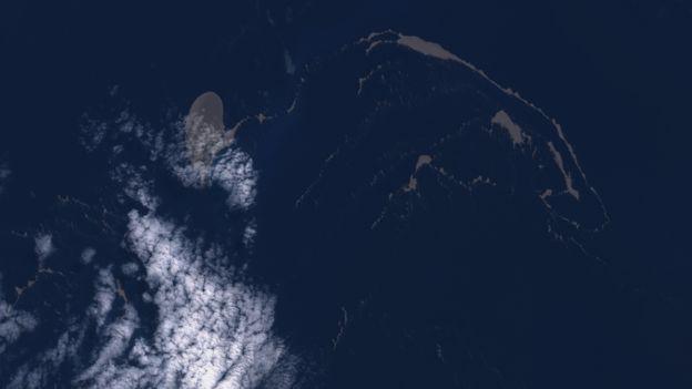 """La imagen satelital de la """"balsa"""" de pómez tomada el 21 de agosto utilizando el programa Copernicus Sentinel"""