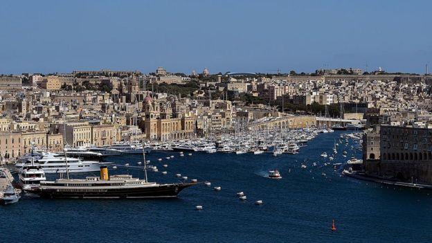Uma vita geral a partir do Bastião de St Peter,, no porto de Valletta, Malta